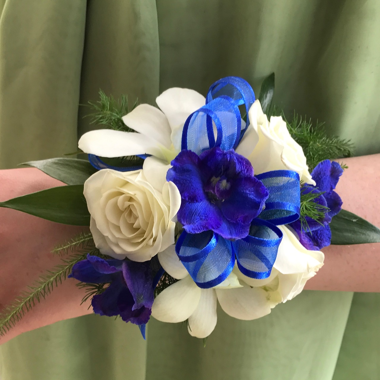 Blue And White Blend Wristlet Danielson Flowers